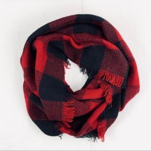 Cozy festive infinity scarves red burgundy black